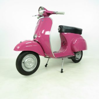 Vespa 50L rosa shocking, restauriert